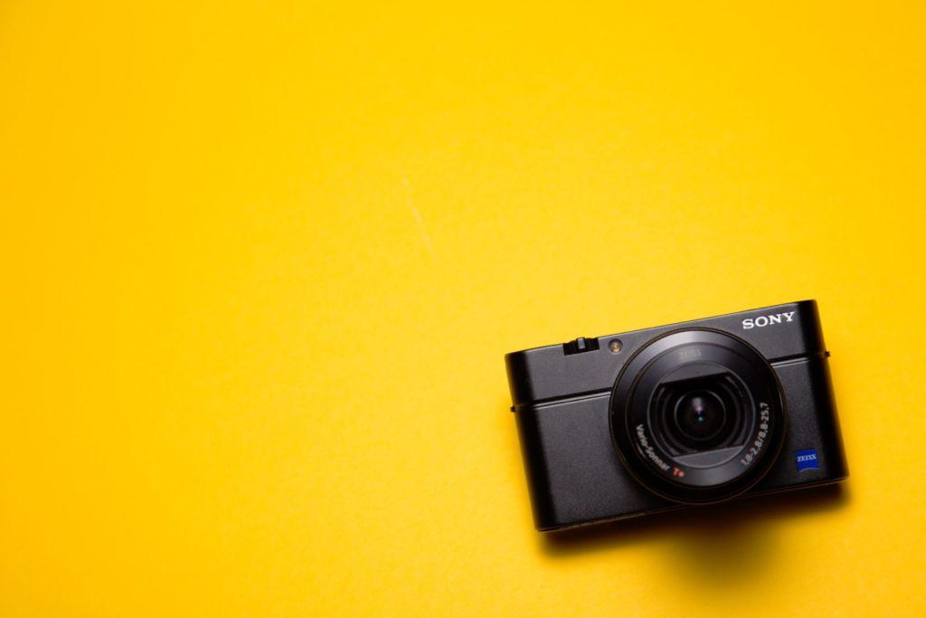 Vlog用カメラをコンデジにするメリットデメリット!おすすめ機種3選もご紹介