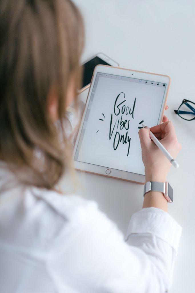 iPadのアプリで動画に動く手書き文字を入れる方法【ハンドライティング】